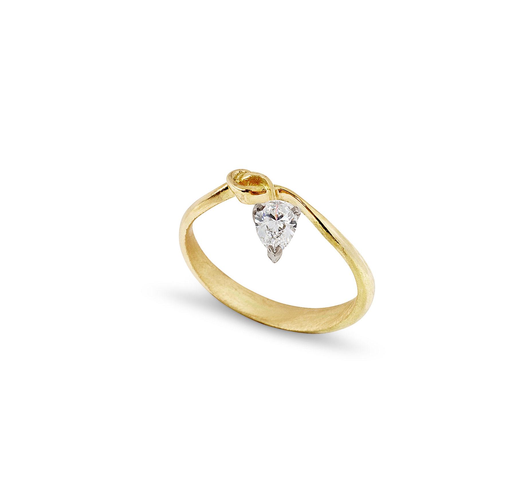Jessie-Thomas-18ct-yellow-gold-diamond-ring-alternative-engagement