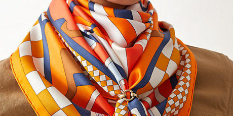 HOW-TO-TIE-AN-HERMÈS-SCARF
